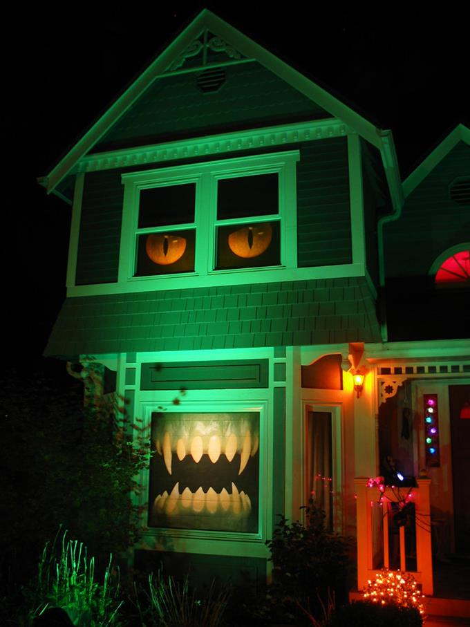 12 maisons d cor es pour halloween qui vont vous faire. Black Bedroom Furniture Sets. Home Design Ideas