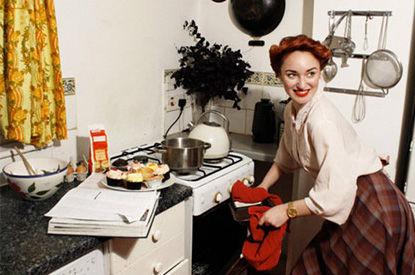 Voici le guide de la femme parfaite en 1950 topibuzz for Femme au foyer 1950