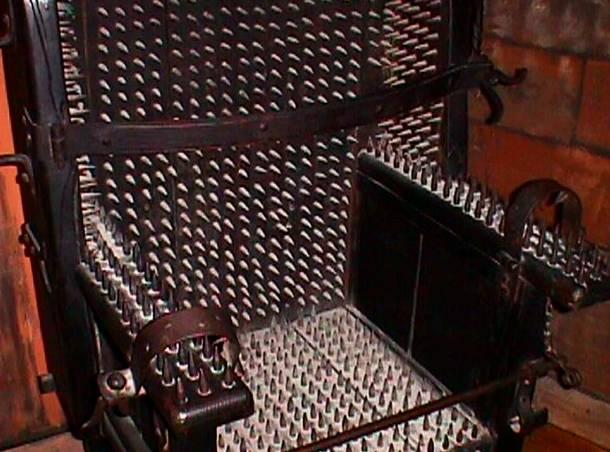La chaise piquante